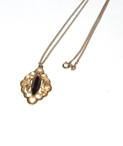 Sarah Coventry pendant with chain
